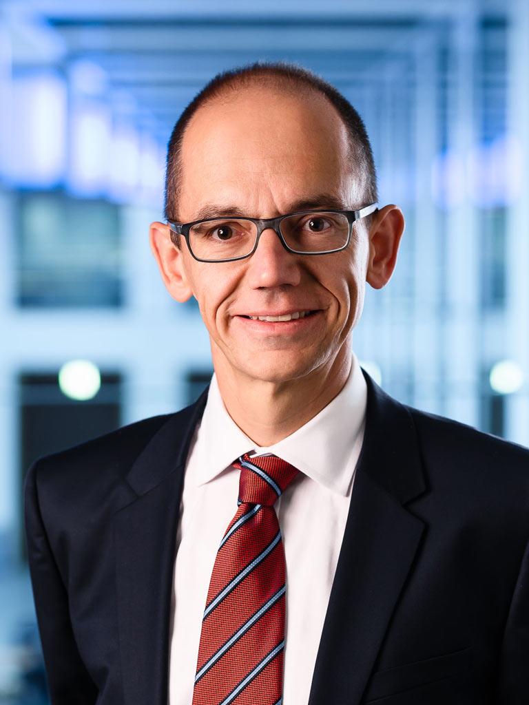 Management Portraits CEO